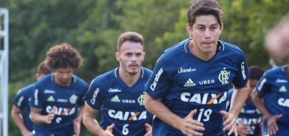 Jogador argentino já treina com o time principal (Foto: Google)