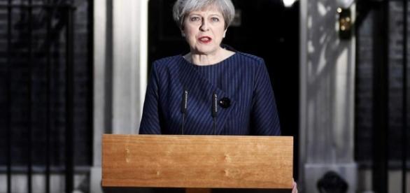 May acusa União Europeia de se unir contra Reino Unido   Mundo ... - dw.com