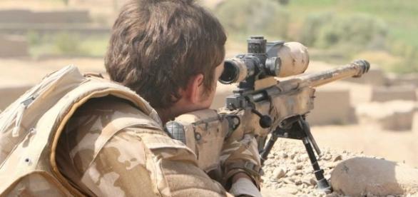 Sniper britânico matou integrante do Estado Islâmico com um único tiro disparado a mais de 2,4 km de distância do alvo