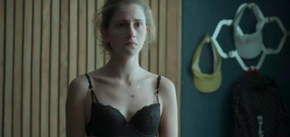 """Em """"A Força do Querer"""", Ivana não se aceita como mulher e passa por problemas pessoais"""