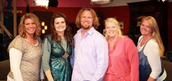 """Kody Brown with his four """"Sister Wives"""" (Photo via Robyn Brown/Twitter)"""