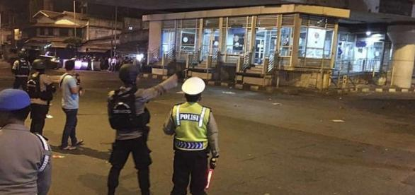 Suspected suicide bomb in Jakarta kills policeman, injures 4 ... - seattlepi.com