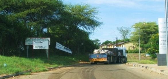 Botswana/ Zimbabwe border in Africa / Photo own work J Flowers