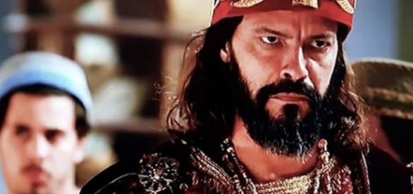 Nabucodonosor descobre a identidade do misterioso 'demônio do palácio (Foto: Reprodução/Record TV)