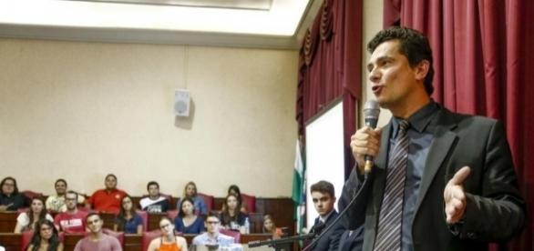 Sérgio Moro é convidado especial em palestra, na cidade de Lisboa