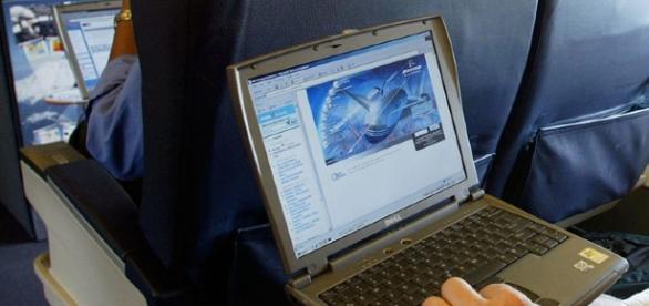 US mulls banning laptops on all international flights | SBS News - com.au