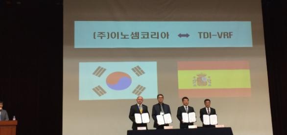 Ceremonia de firma del acuerdo