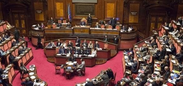 Il Senato ha approvato il Ddl Concorrenza: novità per telefoni e assicurazione Rc auto.
