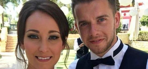 Kirsty durante o casamento com Adam Maxwell