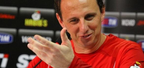 Treinador do São Paulo 'trollou' profissional da imprensa