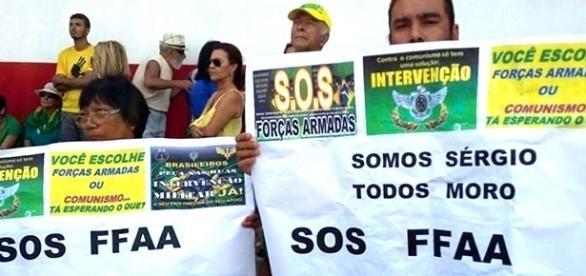Ato a favor das Forças Armadas no poder (Foto: Reprodução)