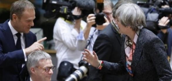 Donald Tusk (UE) și Theresa May (Marea Britanie)