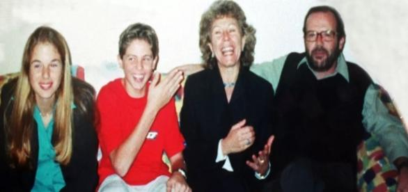 Foto da família antes de Suzane se tornar criminosa