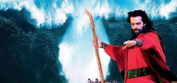 Guilherme Winter brilhou como Moisés na abertura do Mar Vermelho em 'Os Dez Mandamentos'