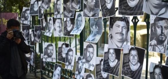 Las listas de muertos y desaparecidos crece en todo el país.