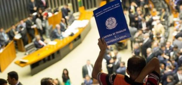 Reforma trabalhista deve ser votada hoje na Câmara