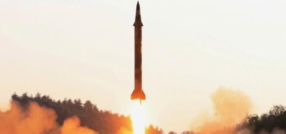 """Coreia do Norte testou uma variante do míssil """"Scud"""" controlado por sistema de orientação de alta precisão"""