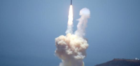 O míssil de defesa foi testado nesta terça-feira (30) em base na Califórnia