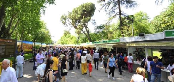 Una youtuber concentra la cola más larga en la Feria del Libro - republica.com