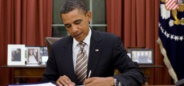 Barack Obama nell'Ufficio Ovale della Casa Bianca. L'ex presidente USA è da sempre attento ai temi ambientali