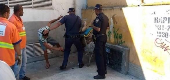 Guarda Civil Municipal agride morador de rua que não quis entregar pertences (Foto: Reprodução/Vídeo)