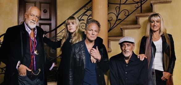 Mick Fleetwood, Stevie Nicks, Lindsey Buckingham, John McVie e Christine McVie, formam o Fleetwood Mac.
