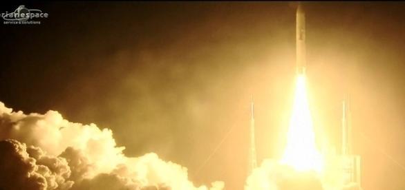 Brasil lançando satélite para fins militares e comerciais.