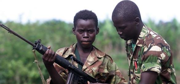 Governo de Serra Leoa ajudou empreiteiras a contratarem crianças para operações militares no Iraque