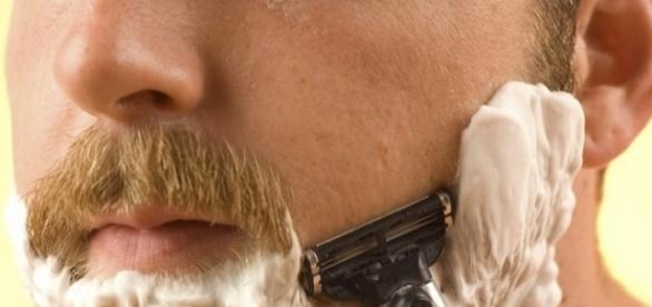 Manter a barba feita é uma tarefa diária muito chata que só eles entendem como é sofrida
