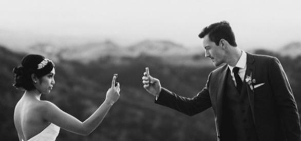 Usar a tecnologia pode ser uma ótima maneira de planejar um casamento (Imagem: Reprodução Hipwee)