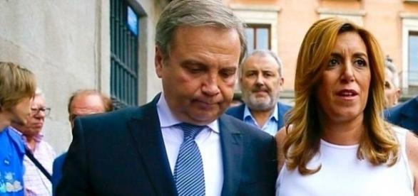 Antonio Miguel Carmona, junto a Susana Díaz