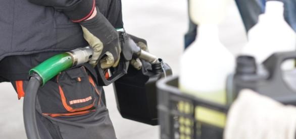 Los huachicoleros son simples ladrones de gasolina, pero han desatado una ola de violencia en México