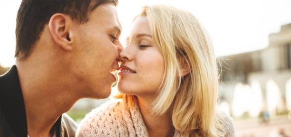 Técnicas para ligar: Las señales sutiles de que una mujer quiere ... - elconfidencial.com