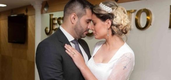 Urach lamenta fim de seu casamento em rede social