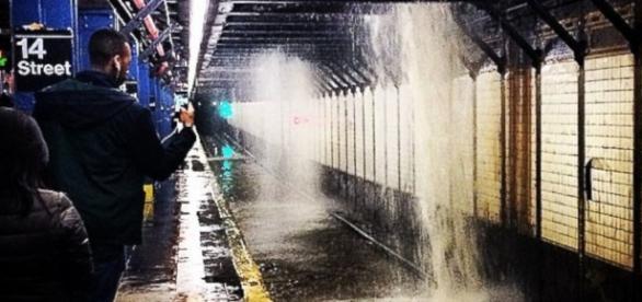 Water Main Break Floods New York City Subway Station - ABC News - go.com