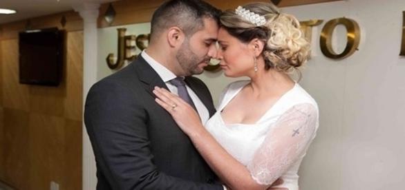 Andressa Urach anuncia o término de seu casamento nas redes sociais