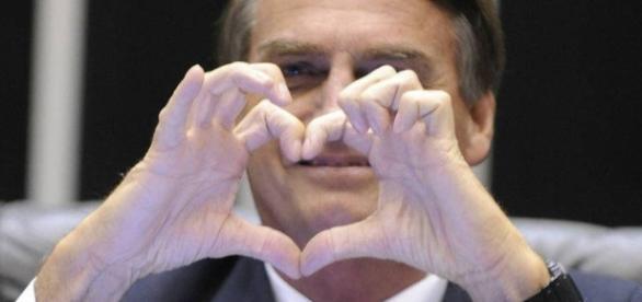 Bolsonaro é ovacionado em restaurante no Rio. Veja o vídeo.