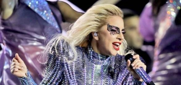 Lady Gaga durante a apresentação no intervalo do Super Bowl LI.