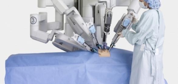 Tecnologia robotica. Prima clinica a Milano.