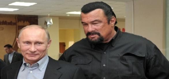 Vladimir Putin concedeu cidadania russa a Steven Seagal