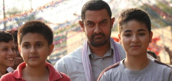 A still from 'Dangal' movie featuring Suhani Bhatnagar, Aamir Khan and Zaira Wasim