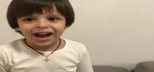 Filho de Cristiano Araújo canta música sertaneja em vídeo no Instagram