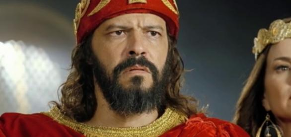 Nabucodonosor se curva ao Deus de Israel (Foto: Reprodução/Record TV)