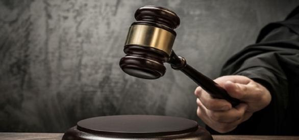 As leis de mídia prevê a punição para quem espalhar notícia falsa.