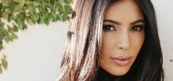 Kim Kardashian exibe sua beleza
