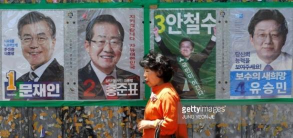 Manifesti elettorali in una strada di Seoul - gettyimages.co.uk