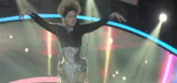Xuxa dá cambalhota - Imagem/Google