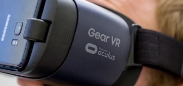 Samsung gives the Gear VR a facelift - The Verge - theverge.com