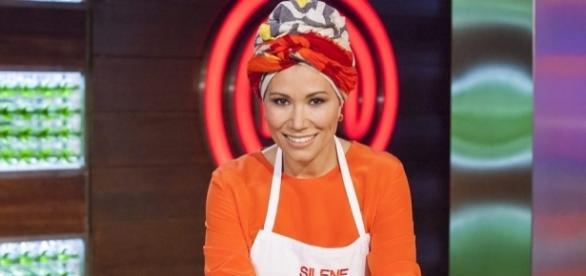 Silene, aspirante a 'MasterChef 5', posa mientras elabora su plato ... - formulatv.com