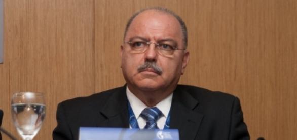 General Sérgio Etchegoyen se revolta com publicação de revista